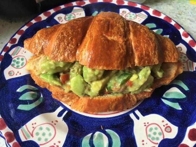 멕시칸 아보카도샐러드, 과카몰레로 만든 크로아상 샌드위치