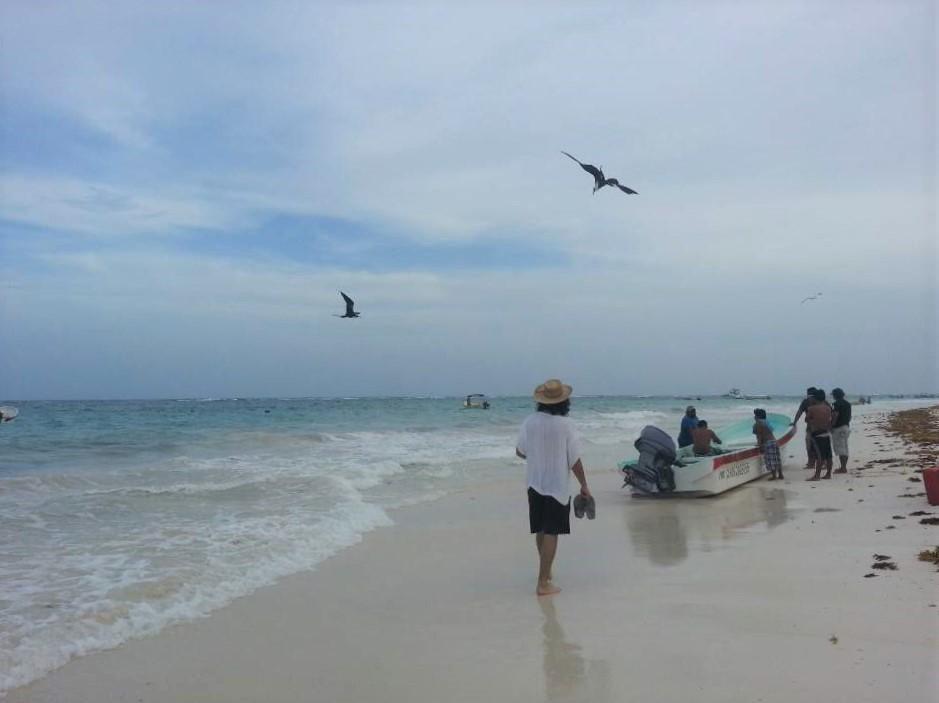 노마드 인생도 좋지만 드넓은 칸쿤 해변에 홀로 있는 듯한 외로움은 어쩔 수 없다