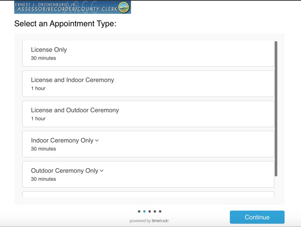 법원 결혼식을 하기 위해 온라인으로 예약해야 한다.