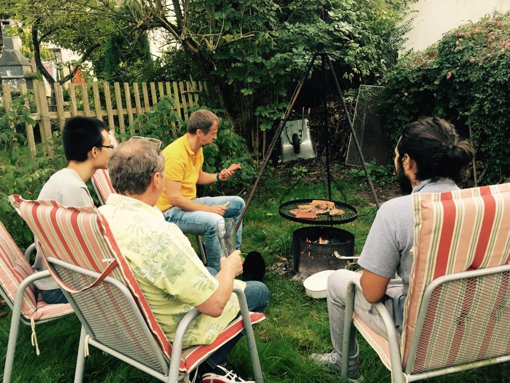 독일친구 집에 모여 자를란트주 스타일의 바베큐 저녁모임을 여는 중